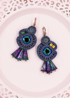 Denim fan soutache elegant blue green earrings with swarovski cusions Denim Earrings, Green Earrings, Beaded Earrings, Soutache Bracelet, Soutache Jewelry, Braids With Beads, Jewelry Party, Teardrop Earrings, Bohemian Jewelry