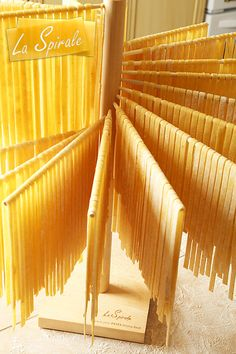 La Spirale Pasta Drying Rack Cooking Gadgets, Kitchen Gadgets, Pasta Drying Rack, Pasta Casera, Pasta Machine, Home Bakery, Wood Home Decor, Fresh Pasta, Tips & Tricks