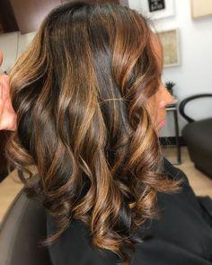 Natural Hair Highlights, Highlights For Dark Brown Hair, Honey Brown Hair, Honey Blonde Hair, Dyed Natural Hair, Hair Color Highlights, Light Brown Hair, Dyed Hair, Brunette Hair