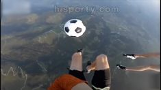 playing soccer in the sky Funny Soccer Videos, Soccer Gifs, Soccer Drills, Football Girls, Football Soccer, Soccer Ball, Ronaldo Football, Cristiano Ronaldo Goals, Soccer Girl Probs