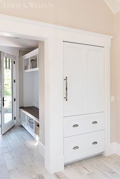 New farmhouse mudroom storage built ins Ideas Owl Bedroom Decor, Owl Bedrooms, Built In Storage, Tall Cabinet Storage, Pantry Storage, Classic White Kitchen, Custom Kitchens, Farmhouse Style Decorating, Luxury Interior Design