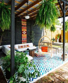 If you're just a beginner at throwing together amazing boho interiors, you might be in awe looking at beautiful, colourful and stunning images of Bohemian Chic homes, daydreaming about decorating y… Patio Design, Garden Design, Bohemian Chic Home, Bohemian Lifestyle, Lifestyle Blog, Deco Restaurant, Rock Decor, Outdoor Living, Outdoor Decor
