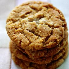 These five cookie recipes are delicious and feel indulgent, but without the side of guilt: Each one is a lightened up version of a traditional cookie favorite and will cost you just 100 calories or less per serving. Healthy Cookie Recipes, Holiday Cookie Recipes, Healthy Cookies, Healthy Desserts, Delicious Desserts, Yummy Food, Easy Recipes, Holiday Cookies, Fall Dessert Recipes