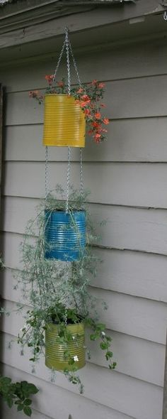 Use old coffee cans for hanging plants Container gardening has so many advantages over the traditional practice of growing in the ground. Not only does it save on water and fertilizers, but pest control is easier, harvesting is a breeze and you Hanging Plants Outdoor, Diy Hanging Planter, Hanging Flower Pots, Diy Planters, Hanging Baskets, Succulent Planters, Plants Indoor, Succulents Garden, Cactus Plants