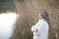 Descubre por qué a las mujeres se les hincha el vientre antes y durante la menopausia y cómo resolverlo de manera natural.
