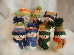 Cutest pictures of knit snowmen. Just inspiration,,no pattern. By Fiddlesticks