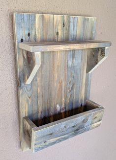 Rustic Farmhouse Rack for Keys, Mail, Dog Leashes, etc. made from Reclaimed & Repurposed Pallet Wood – Modern Barn Wood Projects, Reclaimed Wood Projects, Diy Pallet Projects, Woodworking Projects Diy, Repurposed Wood, Pallet Ideas, Woodworking Plans, Recycled Wood, Easy Small Wood Projects