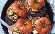 Gevulde tomaten met quinoa, groenten en feta
