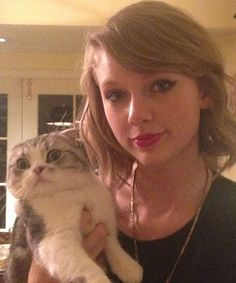 Taylor Swift's cats are actually roosters