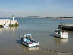 pont de l'île de Ré vu du port de Rivedoux