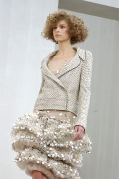 http://www.livingly.com/runway/Chanel/Couture Spring 2004/rgBX0Z0z5kn
