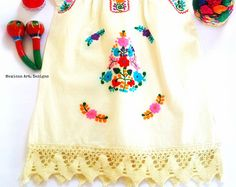 Moni Mexican Embroidered off shoulder Fiesta por MexicanartDesigns Floral Headbands, Baby Headbands, Mexican Babies, Mexican Art, Ely, 2nd Birthday, Baby Dress, Embroidery Designs, Mexico