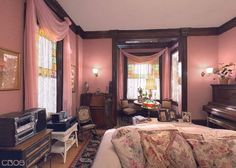 Charmed bedrooms halliwell manor piper leo 39 s bedroom for Charmed tour san francisco