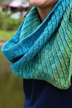 Free Pattern: The Queen's Spiral Cowl