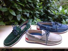 Zapatos fabricados en ante marino, beige y verde, estilo náutico, con piso de goma tricolor, de gran flexibilidad. Numeración del 40 al 44. www.zapateriasusos.com