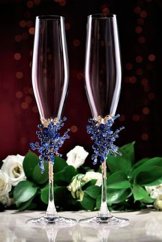 wedding glasses cake server set blue gold color Personalized toasting flutes and cake cutter server Wedding Toasting Glasses, Wedding Champagne Flutes, Toasting Flutes, Bride And Groom Glasses, Wedding Gifts, Trendy Wedding, Decorated Wine Glasses, Wine Glass Crafts, Diy Wedding Decorations