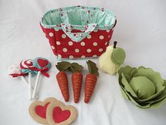 Fabric play market bag, with links to felt food tutorials