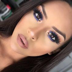 Follow Friday @iheart_sarahiiy 💙 what a vixen 😍 her bone structure is a work of art 🎨 #makeupgoals #morphegirl