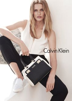 White and black is a timeless color combination. Calvin Klein's White Label shows the trend in clothing and handbags.