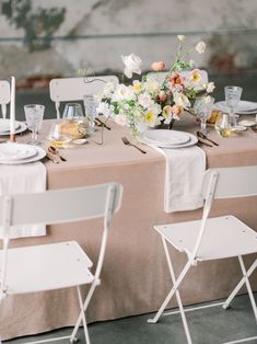 Wedding rehearsal dinners are getting more and more trendy - here are 28 wedding rehearsal dinner ideas to enhance your wedding theme. With table decor, a wedding rehearsal cake, to drinks and champag Rehearsal Dinner Outfits, Wedding Rehearsal, Rehearsal Dinners, Wedding Reception, Wedding Tables, Reception Dresses, Reception Table, Gown Wedding, Wedding Centerpieces
