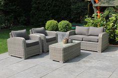 Wicker Loungeset  Loungeset model Aude, bestaande uit 1 zitbank (2 zits), 1 tafel en 2 fauteuils. Gemaakt van Uv-bestendig gevlochten kunststof wicker rondom een behandeld aluminium frame. Lange levensduur, licht in gewicht en onderhouds vriendelijk. kussenhoezen gemêleerd grijs afritsbaar en wasbaar.  Specificatie loungeset:  afm. bank: 130cmx77cmx73cm afm. fauteuil: 77cmx77cmx73cm afm. tafel: 50cmx100cmx43cm Uit voorraad leverbaar  prijs: €  995,00
