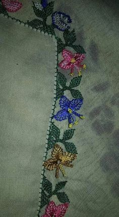 This Pin was discovered by HUZ Needle Lace, Needle And Thread, Crazy Quilt Stitches, Lace Art, Hairpin Lace, Quilt Stitching, Lace Flowers, Embroidery Art, Quilling