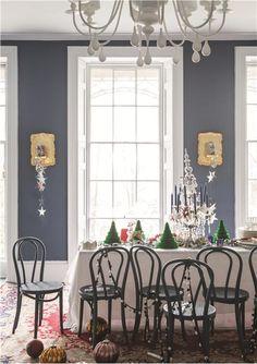 Stiffkey Blue no 281 Farrow & ball! (Muren en stoelen) Wevet no 273 (plafond) dimpse no 277 (houtwerk) down pipe no 26 (vloer) Farrow Ball, Farrow And Ball Paint, Blue Hallway, Hallway Walls, Dining Room Blue, Dining Rooms, Dining Chairs, Stiffkey Blue, Interior Decorating