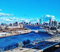 friends in high places #upperclassmenviews    #BU #bostonuniversity #boston #igersboston #cityscape #winter #flashesofdelight #visualsoflife #artofvisuals #vsco #vscocam #travel #travelgram by bigcitytyro