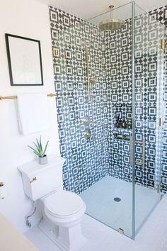 mrkate_omg_webah_s3_e5-8 Budget Bathroom Remodel, Bathroom Renovations, Small Shower Remodel, Rental Bathroom, Bad Inspiration, Bathroom Inspiration, Bathroom Inspo, Beautiful Bathrooms, Modern Bathroom