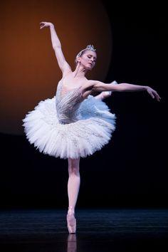 Pacific Northwest Ballet principal dancer Carla Körbes in Kent Stowell's Swan Lake.  Photo © Angela Sterling.