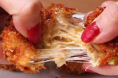 Aprenda a fazer o bolinho de frango com queijo: | Este bolinho de frango é o petisco perfeito para acompanhar seu jogo de futebol