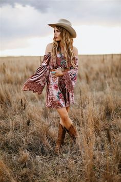 Country style outfits - Where Country Grows Dress Mauve – Country style outfits Western Lace Dresses, Cowgirl Dresses, Cowgirl Outfits, Boho Outfits, Cute Outfits, Fashion Outfits, Country Style Outfits, Country Fashion, Cute Country Dresses