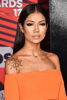 Jhene Aiko Long Straight Cut - Jhene Aiko showed off lustrous straight locks at the 2017 iHeartRadio Music Awards.