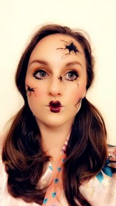 Looking for for ideas for your Halloween make-up? Browse around this site for unique Halloween makeup looks. Unique Halloween Makeup, Pretty Halloween, Halloween 2020, Scary Halloween, Fall Halloween, Halloween Parties, Doll Halloween Costumes, Halloween Nails, Halloween Doll Makeup