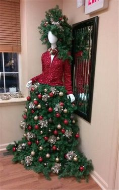 DIY Mannequin Christmas Tree – 9 Dress Form Tutorials (Free) Call it a Dress Form Christmas Tree, or a Mannequin Christmas Tree. We call it ingenious! This is the most insanely original and clever idea weve seen in Read Mannequin Christmas Tree, Dress Form Christmas Tree, Christmas Tree Themes, Noel Christmas, Green Christmas, Xmas Tree, Christmas Tree Decorations, Vintage Christmas, Christmas Crafts