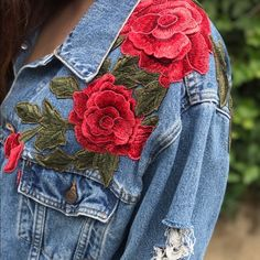 Best Garden Decorations Tips and Tricks You Need to Know - Modern Embellished Jeans, Embroidered Clothes, Levis Jeans Jacket, Vestido Charro, Denim Art, Painted Jeans, Oversized Jeans, Blazer, Denim Fashion
