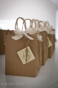 Bomboniere con packaging a sacchetto carta kraft - Confezione creativa, fatta a mano, per un matrimonio in stile country. Cadeau marriage with kraft paper bag packaging - Creative handmade packaging, for a country-style wedding.