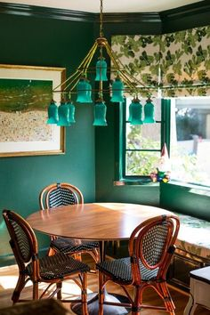 now this is a breakfast nook to love. #huntergreen via @peppermintbliss