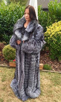 the fur is in excellent condition. Puffer Coat With Fur, Long Fur Coat, Fur Coats, Fetish Fashion, Fur Fashion, Womens Fashion, Great Women, Fox Fur, Fur Jacket