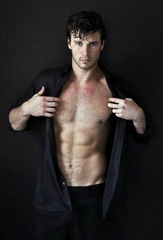 Uhhhh. Will Taylor AFTER the rain scene with Sarah in Rising Shadows? Derek Theler will make a fiiiiine Will.