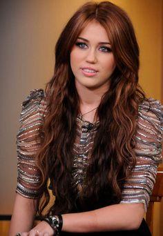Miley Cyrus - Auburn !                                                                                                                                                                                 Plus