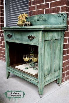 A few years ago I came across #theturquoiseiris who has inspired me beyond words with her paint layers, techniques, and art! She inspired this finish! And I had so much fun painting this with #dixiebellepaint! #paintlayers #paintdrips #paintedcabinet #oldtownvillage_antiques #waxahachietexas #open7daysaweek #efex
