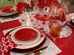 50 Centrepiece Ideas for Canada Day- White and red colors, national symbols and creative craft ideas help bring the Canada Day spirit into Canadian homes and design unique and beautiful holiday table decorations and centerpieces Design Your Own Bathroom, Simple Bathroom Designs, Shower Tile Designs, Party Table Decorations, Centrepiece Ideas, Canada Day Party, Canada Holiday, Happy Canada Day, Time To Celebrate