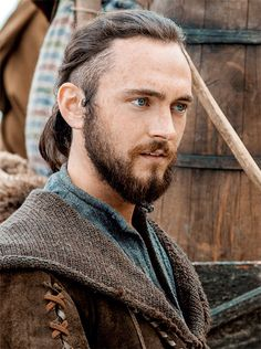 "George Blagden ad ""Athelstan"" in Vikings"