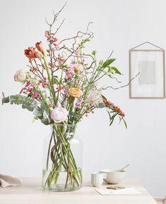 In de meest romantische Flair van het jaar vind je deze week een te gekke winactie waarbij we 5x een Bloomon mini-abonnement inclusief gratis large vaas weggeven t.w.v. € 75. Daar worden we blij van! Mooie bloemen Heb je jouw interieur…