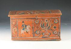 Skautaskrin, Vestlandet 1800 tallet. Rosemalt på alle sider, på fronten med hest og rytter. L: 32,5 cm. Prisantydning: ( 20000 - ) Solgt for: 15000.  Hardanger.