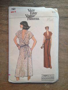 1980 ' s Vogue couture modèle 7281 Wrap Top brève ou longue robe taille 10-12-non circoncis-Vogue Pattern, Pattern, robe tendance, robe Vogue