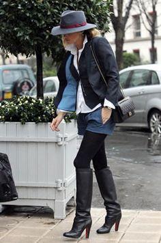 セレブカジュアルドットコム ケイト・モス(Kate Moss)・Chanel(シャネル)のフェデラーハットにクリスチャンルブタン(Christian Louboutin)ロングブーツでパリでお買い物!ランジェリーメーカーのエタム(Etam)の20011年春夏コレクション!サルヴァトーレ・フェラガモ(Salvatore Ferragamo)のファーを着てディナーへ!・最新私服ファッション画像・ケイト・モス