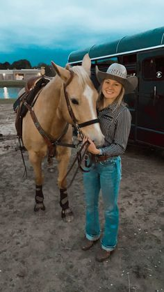 Cute Cowgirl Outfits, Western Outfits Women, Cute Country Outfits, Rodeo Outfits, Country Best Friends, Real Country Girls, Country Girl Style, Pictures With Horses, Rodeo Girls