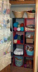 Ideas Plastic Milk Crate Diy Dorm Room For 2019 Milk Crate Shelves, Wooden Crate Shelves, Crate Bookshelf, Wooden Crates, Wine Crates, Crate Crafts, Crate Decor, Milk Crate Furniture, Diy Furniture